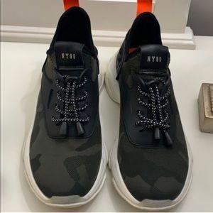 Steve Madden Camo Myles Sneaker
